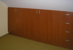 Vestavěné skříně do podkroví 1