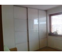 vestavěné skříně do ložnice 10