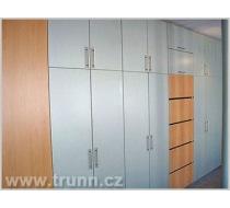 vestavěné skříně ze dřeva 1